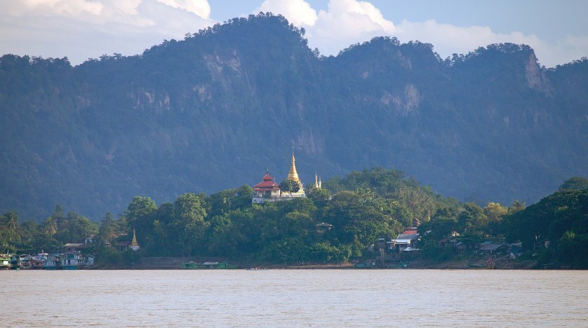 Shwe Moat Htaw pagoda beside Chindwin River